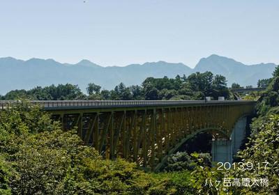 清里に向かう有料道路に架けられた橋ですが、今は無料です♪ラッキィ♪