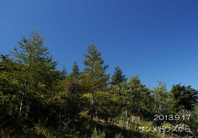 パノラマリフトの終点から、展望ヒュッテを見上げた空です♪